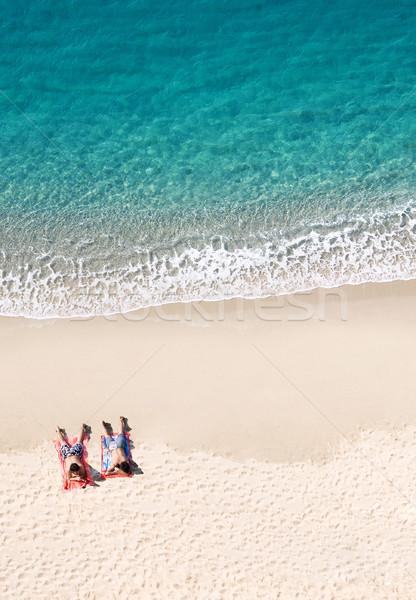 Widoku dwie osoby tropikalnej plaży kopia przestrzeń charakter model Zdjęcia stock © konradbak