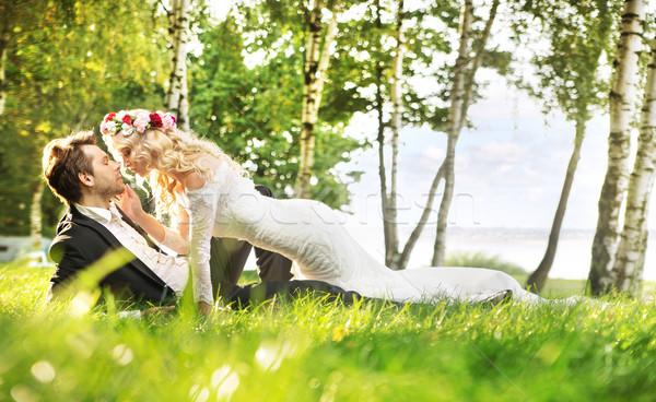 Friss házasok pár megnyugtató legelő zöld égbolt Stock fotó © konradbak