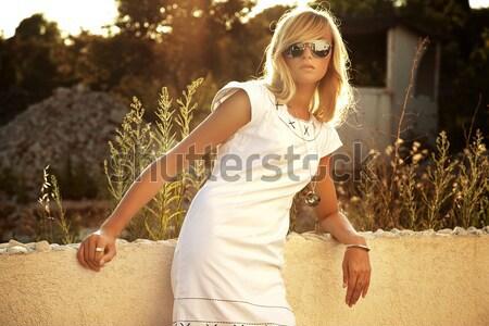 Portret sensueel blond meisje zonnebril vrouw Stockfoto © konradbak
