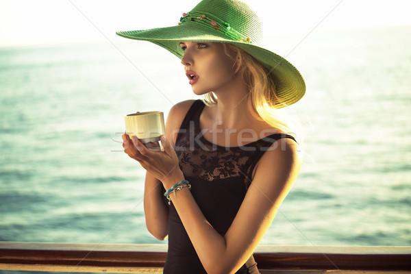 Moda fotoğraf akıllı kadın fincan Stok fotoğraf © konradbak