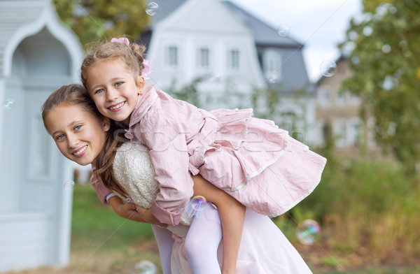 Dois bonitinho irmãs outono jardim Foto stock © konradbak