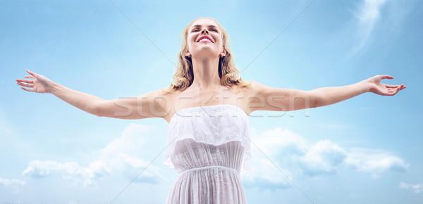 Csinos szőke nő megnyugtató meleg nyár nap Stock fotó © konradbak
