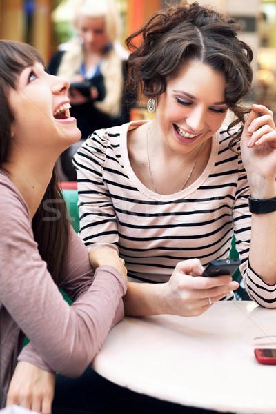 Dwa piękna dziewcząt uśmiechnięty żywności szczęśliwy Zdjęcia stock © konradbak