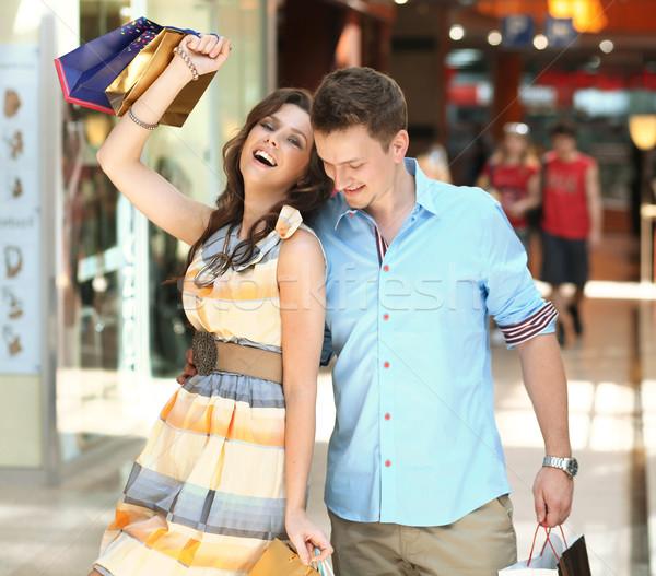 Derűs pár vásárlás központ nő lány Stock fotó © konradbak