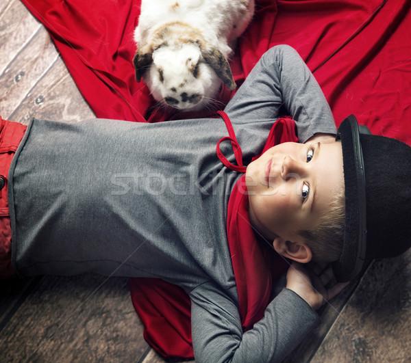 Portret szczęśliwy mały magik chłopca człowiek Zdjęcia stock © konradbak