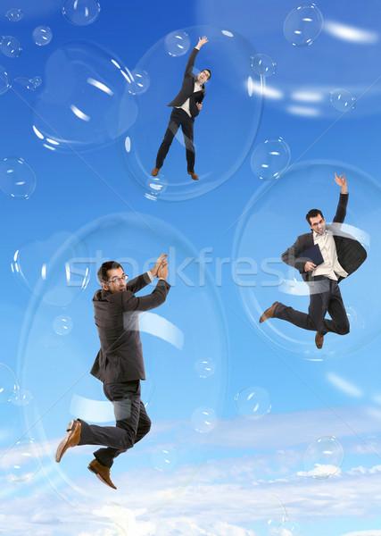 üzletember repülés szappanbuborékok üzlet égbolt munka Stock fotó © konradbak