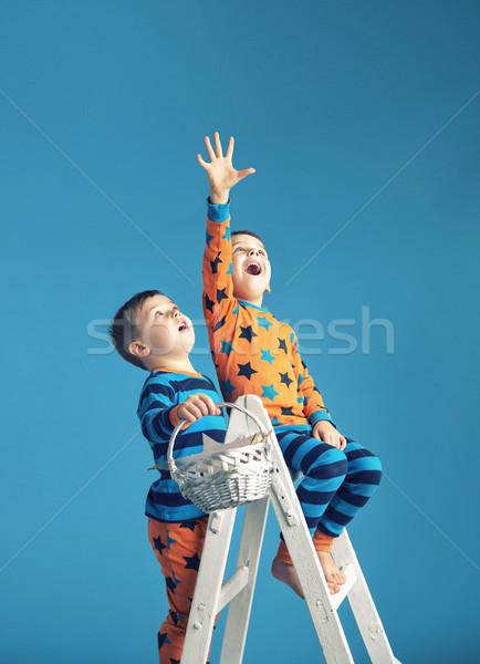 Kicsi férfiak létra álom mágikus égbolt Stock fotó © konradbak