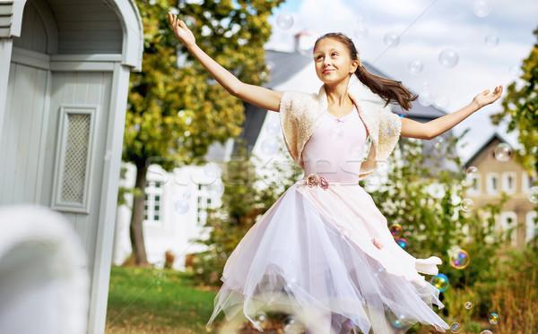 Mooie balletdanser zeepbellen dansen familie meisje Stockfoto © konradbak