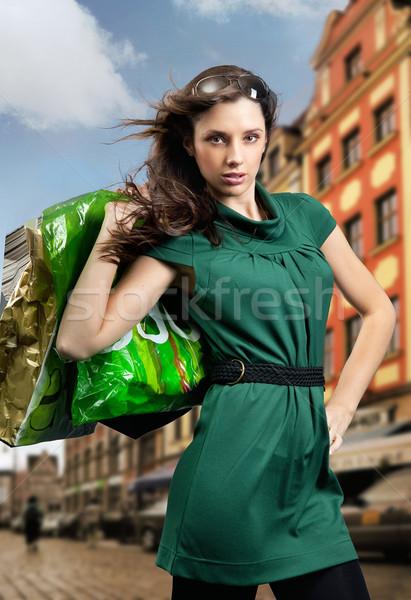 Genç güzellik esmer alışveriş kadın şehir Stok fotoğraf © konradbak