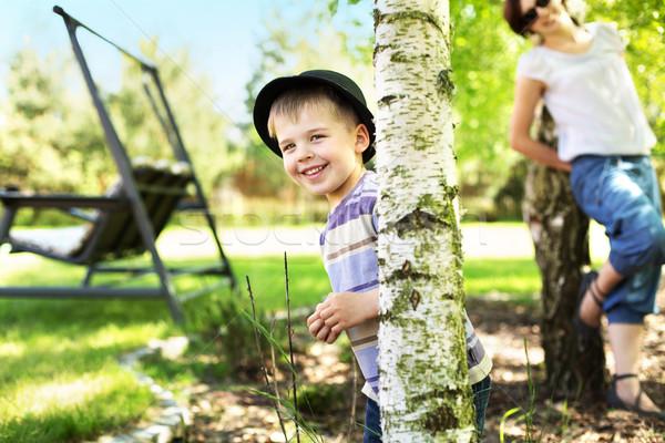 örvend anya bámul aranyos fiú kicsi Stock fotó © konradbak