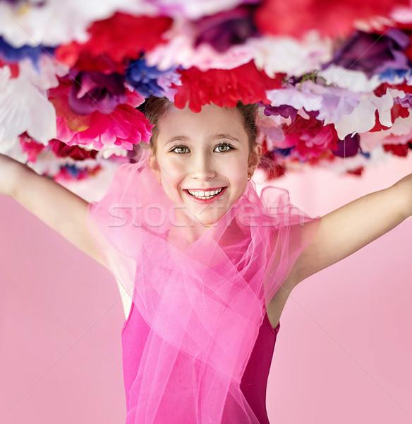 Wesoły dziewczyna kwiat hat wiosną Zdjęcia stock © konradbak