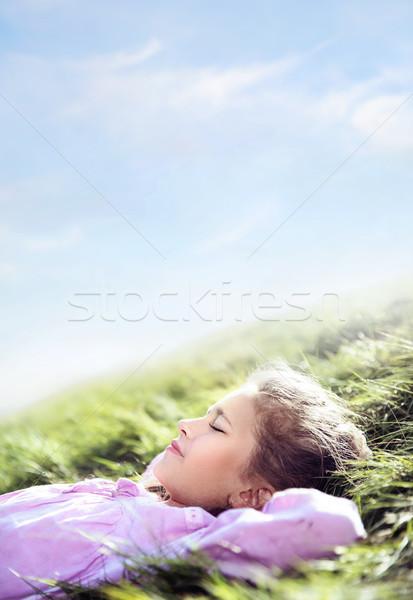 Dość cute dziewczyna drzemka łące świeże Zdjęcia stock © konradbak