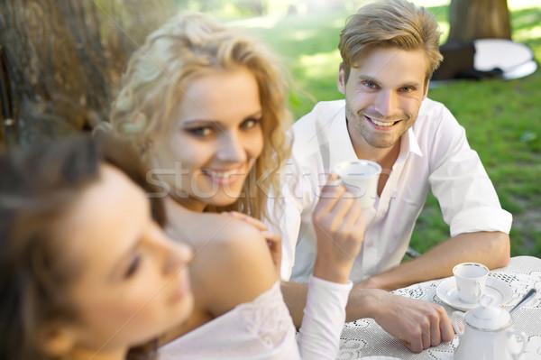 友達 昼休み 女性 家族 男 庭園 ストックフォト © konradbak