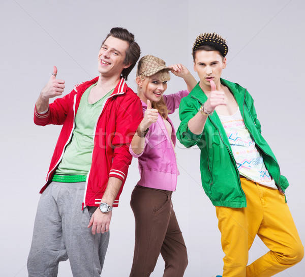 Trois amis optimiste posent jeunes fille Photo stock © konradbak