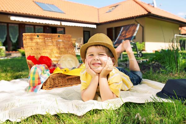 Blij weinig jongen tuin kid gezicht Stockfoto © konradbak