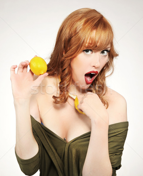 Jonge vrouw citroen oog vrouwen fitness Stockfoto © konradbak
