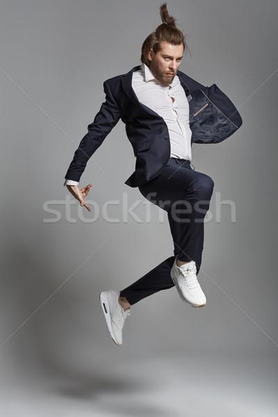 Młodych energiczny człowiek garnitur niebieski Zdjęcia stock © konradbak