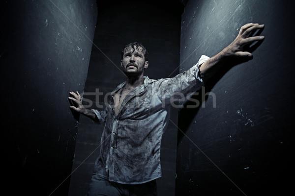 Koszos férfi küszködik fickó üzlet fal Stock fotó © konradbak