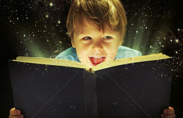 Faible garçon magie livre vieux Photo stock © konradbak