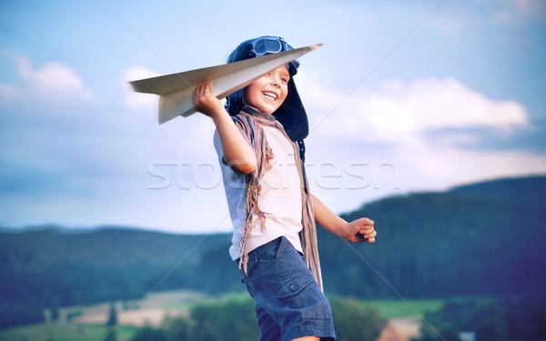 Stockfoto: Vrolijk · weinig · jongen · spelen · papier · vliegtuig