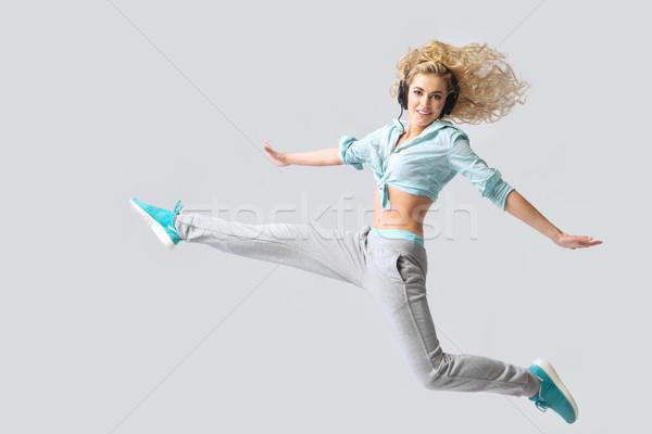 Fabelachtig blond dame muziek ontspannen vrouw Stockfoto © konradbak