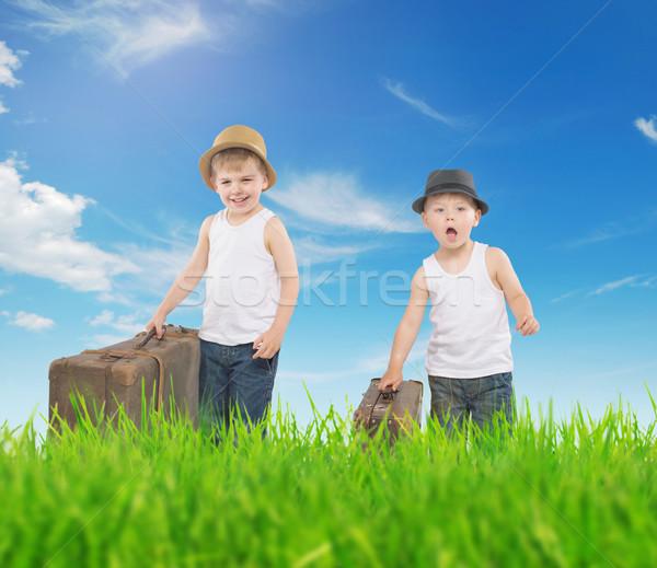 Foto d'archivio: Foto · due · ragazzi · esecuzione · fratelli · ragazza