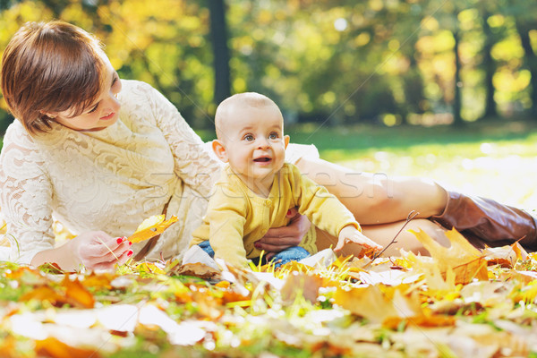 Bájos anya néz baba gyermek természet Stock fotó © konradbak