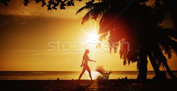Esnek kadın eğitim plaj tropikal plaj kız Stok fotoğraf © konradbak