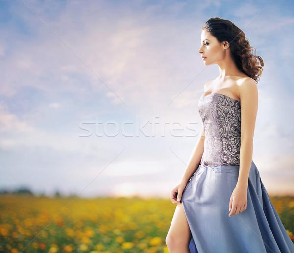 Csinos nő búzamező nyár nő lány divat Stock fotó © konradbak