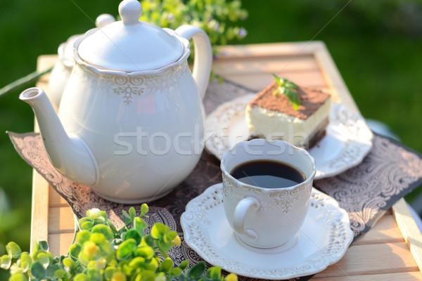Dolce colazione servito verde giardino estate Foto d'archivio © konradbak