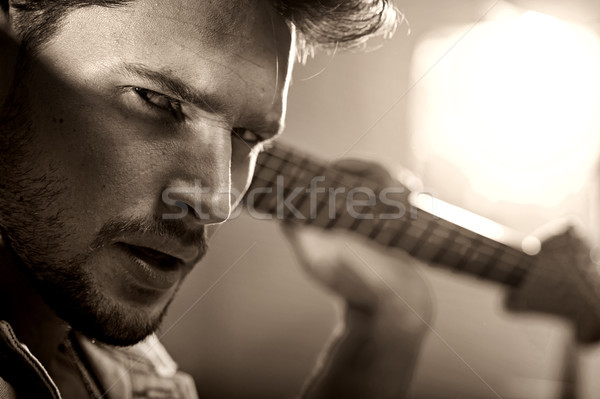 Primo piano ritratto bello musicista giovani uomo Foto d'archivio © konradbak