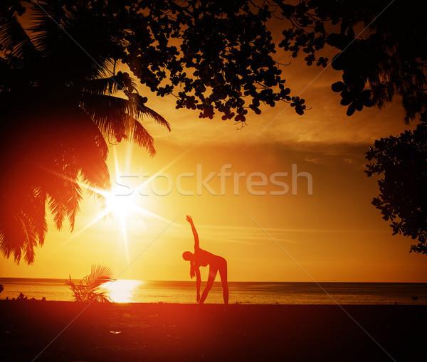 Esnek kadın eğitim plaj tropikal plaj bahar Stok fotoğraf © konradbak