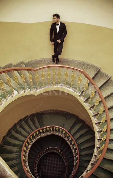 красивый элегантный парень Постоянный старомодный лестницы Сток-фото © konradbak
