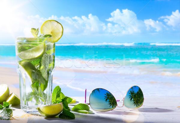Sommerurlaub exotischen Getränke Unschärfe tropischen Strand Stock foto © Konstanttin