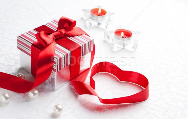 Foto stock: Arte · San · Valentín · día · caja · de · regalo · rojo · corazón