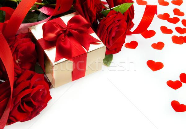 Stockfoto: Kunst · valentijnsdag · kaart · rode · rozen · geschenkdoos · witte