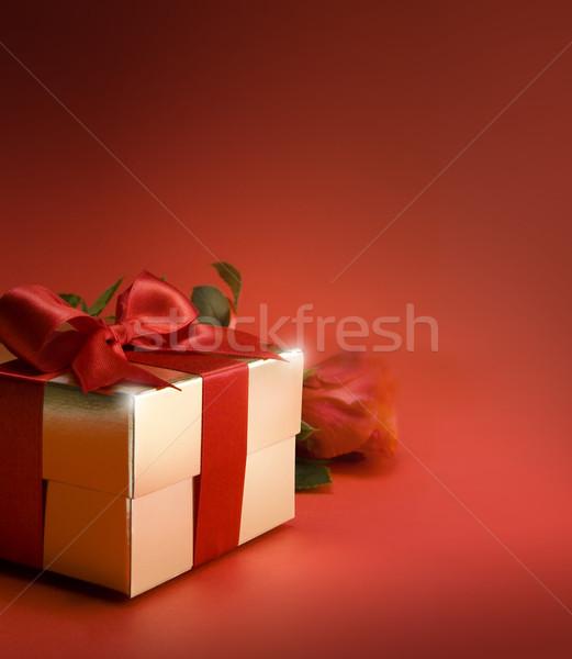 Kunst Geschenkbox rote Rose Blume stieg Herz Stock foto © Konstanttin