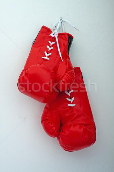 Boks eldivenleri kırmızı kadar gri duvar teknoloji Stok fotoğraf © Koufax73