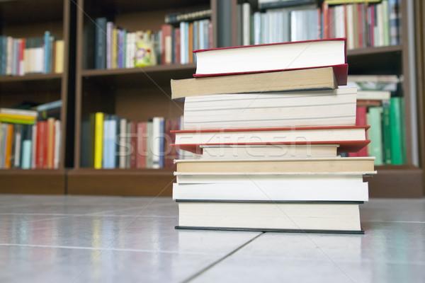 Livres bibliothèque Retour école table Photo stock © Koufax73