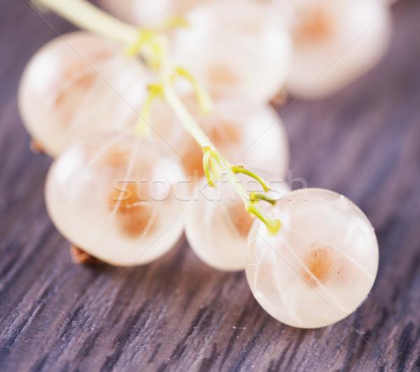 Frenk üzümü ahşap ahşap masa yatay görüntü Stok fotoğraf © Koufax73