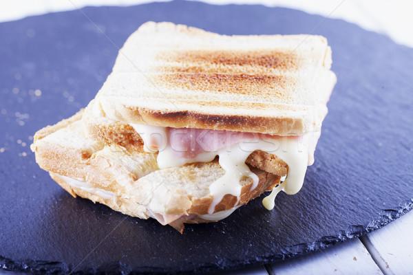 トースト チーズ ハム 黒 石 プレート ストックフォト © Koufax73