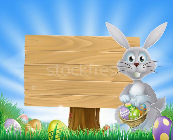 Húsvéti nyuszi tojások fa tábla nyúl tart húsvéti tojások Stock fotó © Krisdog