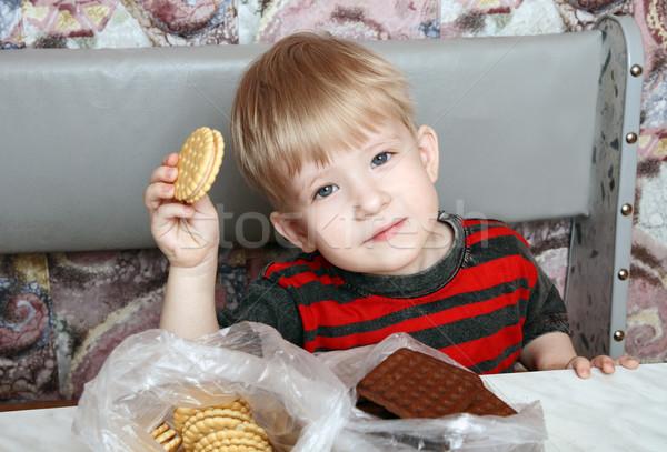 Memnun çocuk kurabiye el yakışıklı mutlu Stok fotoğraf © krugloff