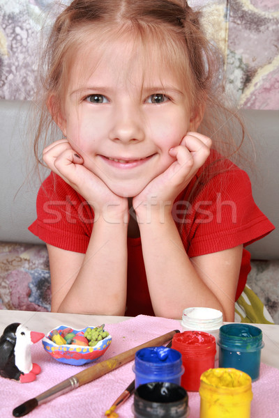 Satisfait fille ravi petite fille peint artisanat Photo stock © krugloff