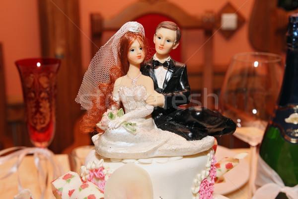 Belle gâteau de mariage table fleurs mariage Photo stock © krugloff