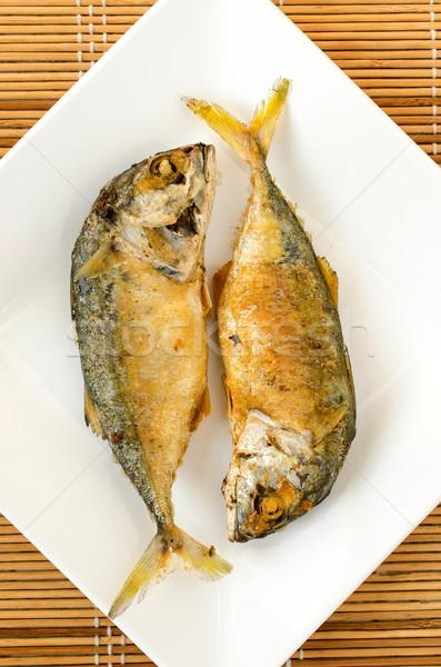 Sült makréla fehér tányér thai étel Stock fotó © kttpngart
