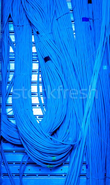 Reţea cabluri tehnologie albastru grup Imagine de stoc © kubais
