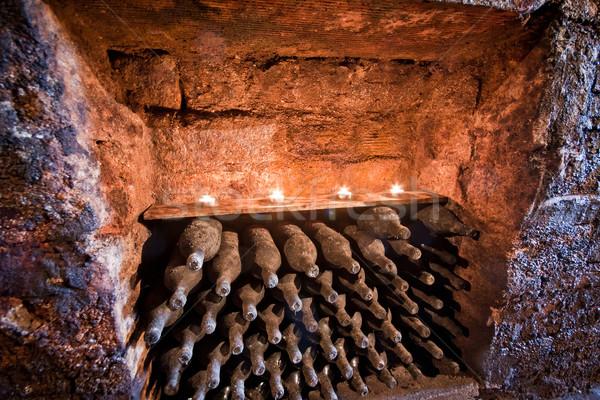 şarap şişeler mumlar yukarı bodrum Stok fotoğraf © kubais