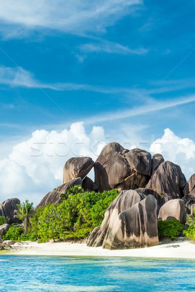 Plaj granit turkuaz deniz gökyüzü su Stok fotoğraf © kubais