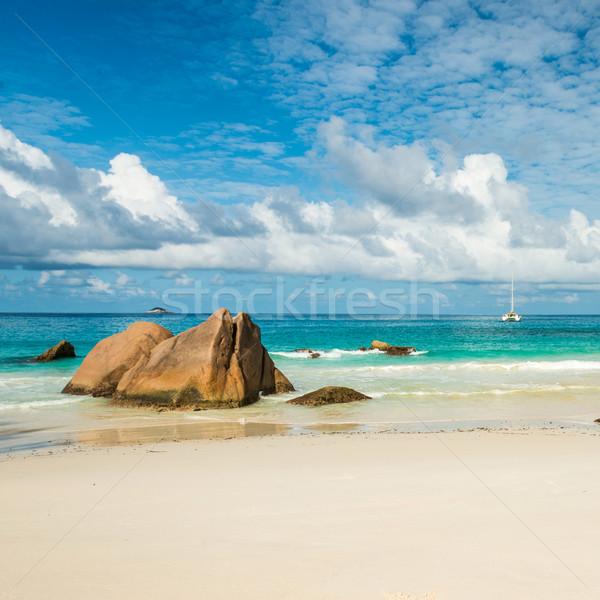 Tengerpart sziget Seychelle-szigetek égbolt víz tájkép Stock fotó © kubais